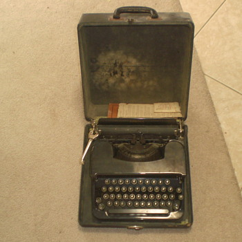 Corona Vintage Typewritter - Office