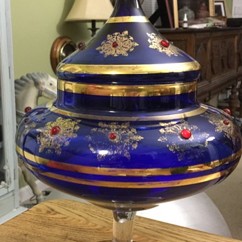 Large lidded glass dish - Art Glass
