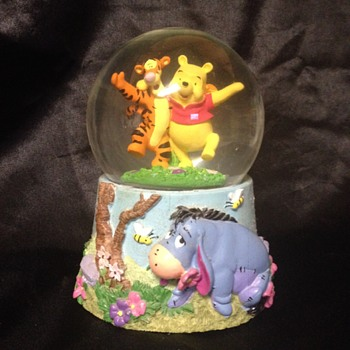 Winnie-the-Pooh Snow Globe Music Box - Advertising