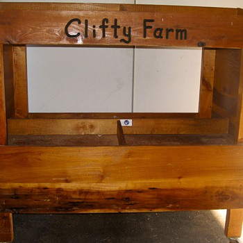 Clifty Farms Ham Stand