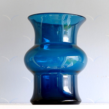 Blue series vase - Bertil Vallien Boda/fors.