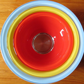 Pyrex Nesting Bowls