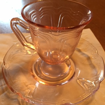 Solve my mystery ... Depression Era Tea Cup - Glassware