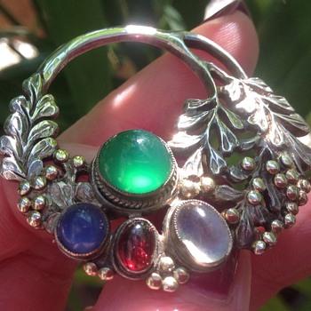 Art Deco - Vintage Silver Gem Stone Brooch