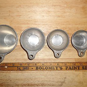 Vintage Measuring Cups 4 Piece Set
