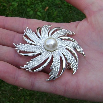 Vintage Sarah Coventry Brooch - Silvery Sunburst - Costume Jewelry