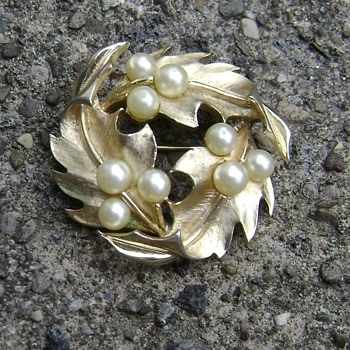 Vintage Trifari Brooch - Costume Jewelry