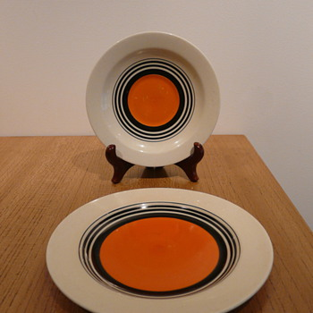 SUSIE COOPER PLATE AND SAUCER E496.