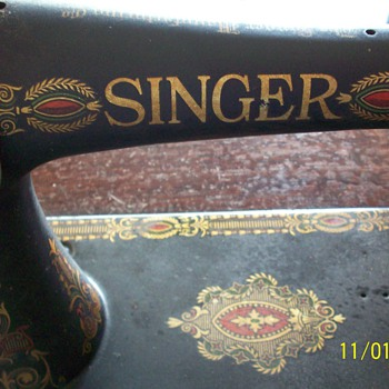 Singer Sewing Machine - Vintage - Sewing