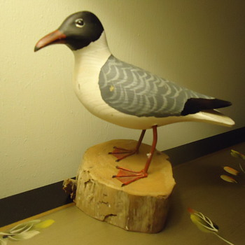 HAND CARVED SEA GULL BY HUB DAISEY