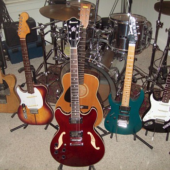My Left Handed Guitar Collection - Guitars