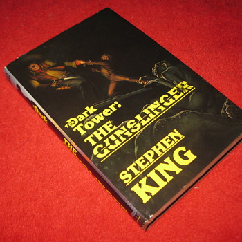 Stephen King's : Dark Tower, The Gunslinger - 1st edition/ 1st printing... hardcover w/ dustjacket - Books
