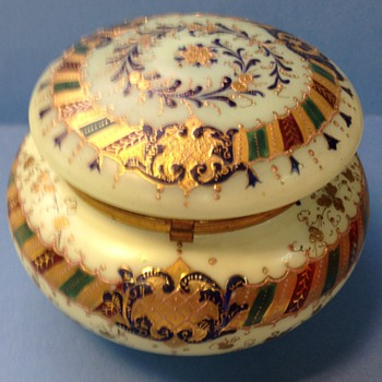 Large impressive trinket or dresser box - Art Glass