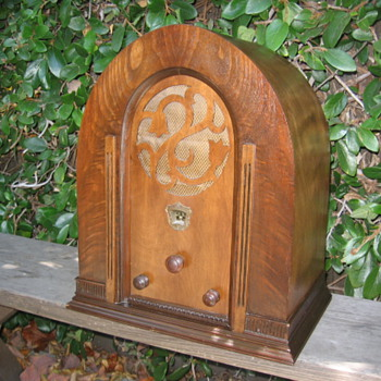 Jackson Bell Tulip Grill Tube Radio Model 68 from 1931