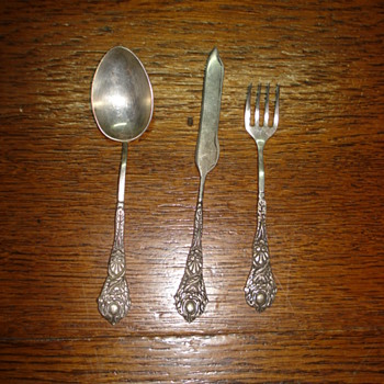 Child flatware set signed Plata 90, Argentina or Perú most probably