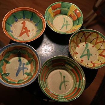 five #4 bowls. - Pottery