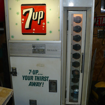 7 up pop machine - Coin Operated