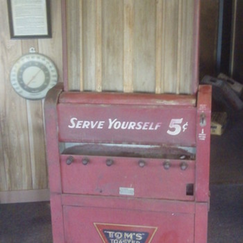 Old Toms Vending Machine 
