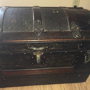 Basketweave Victorian Steamer Trunk???