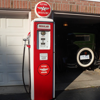 1940 Tokheim 39 tall gas pump - Petroliana