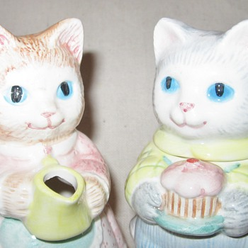 Meow! 1991 Avon Collectible Adorable Ceramic Kitty Cat Creamer and Sugar Dish - Kitchen