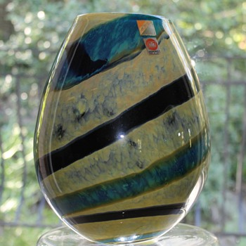 Hineri Japan Vase - Art Glass