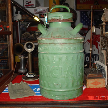 Sinclair Embossed Five Gallon Oil Can - Petroliana