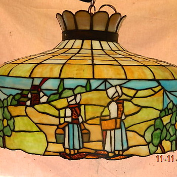 Amish Theme Tiffany style lamp