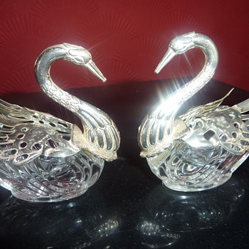 trinket swans - Art Glass