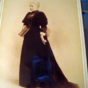 Cabinet Card - Gracious Older Lady in Velvet Gown