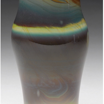 QUEZAL ART GLASS VASE, circa 1917