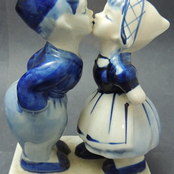 Delft&#039;s Blue - Kissing Dutch Boy &amp; Girl - Art Pottery