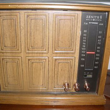 Zenith Solid-State Radio model unknown - Radios