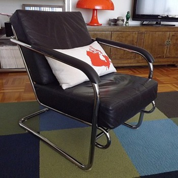 Black Leather & Chrome cantilever chair - No tags, labels or info! Help?