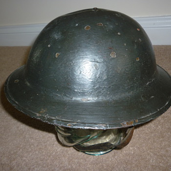 Standard British WW1 steel helmet. - Military and Wartime