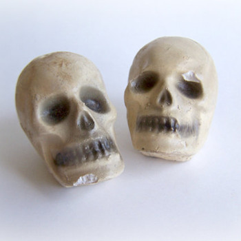 Vintage Salt and Pepper Shaker 1930/40 Carnival Chalkware Skulls - Kitchen