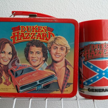 1980 The Dukes of Hazzard lunch box with bottle. - Kitchen