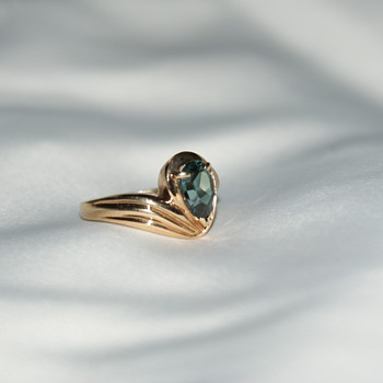 10K gold and Spinel (?) Ring - Fine Jewelry