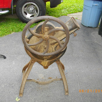 Corn sheller