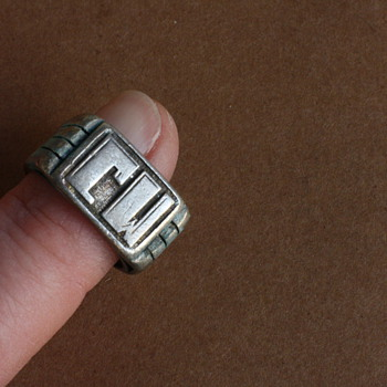 Art deco silver monogram ring: CW!
