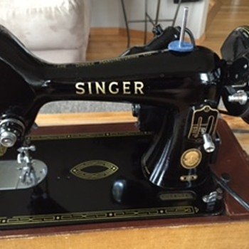 Singer Tabletop Sewing Machine with Case - Sewing
