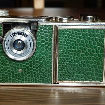 Kunik Petie Vanity - Cameras