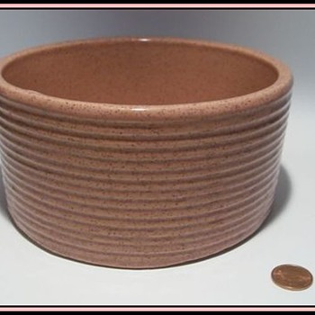 "Old "" ZANESVILLE "" Pottery Bowl -- Pink  ( Zanesville, Ohio ) - Art Pottery"