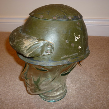 WW11 British tank crew helmet - Military and Wartime
