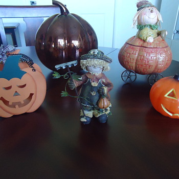 THIS IS MY HALLOWEEN VIGIL. - Figurines