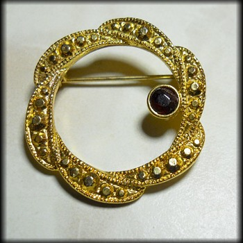 UNKNOWN Vintage Brooch ( Not marked )