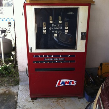 Lance snack machine - Coin Operated