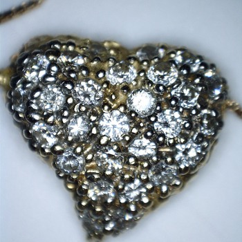Gold Diamond Heart Pendant on chain as a reminder of New York - Fine Jewelry
