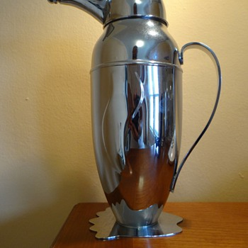 ESTATE /ART DECO/VINTAGE PENGUIN COCKTAIL SHAKER ,UNKNOWN  YEAR OR MAKER ,SILVER PLATED