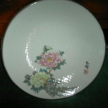 Signed Japaense ? plate with marks  